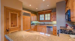 A kitchen or kitchenette at See Forever 101