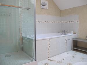 A bathroom at Dans l'Air du Temps