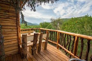 Ein Balkon oder eine Terrasse in der Unterkunft Baumhaus