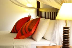 A bed or beds in a room at Ocean Cottage Kalametiya by Everton Holidays