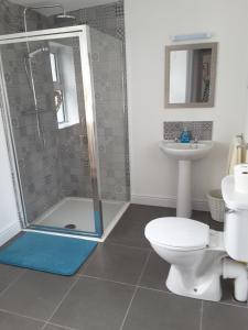 A bathroom at Island View Lodge