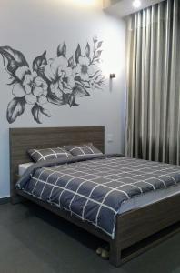 Giường trong phòng chung tại La Maison Grise