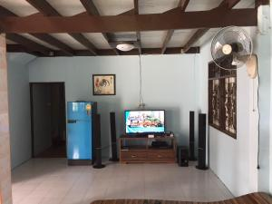 โทรทัศน์และ/หรือระบบความบันเทิงของ Baan Khun
