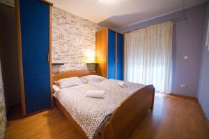 A bed or beds in a room at Šanić Apartments 2
