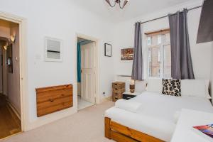 A bed or beds in a room at Amazing Central Shoreditch 2-Bed & 2-Bath
