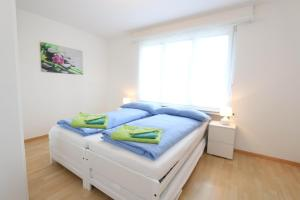 A bed or beds in a room at Apartment Bünda