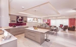 A kitchen or kitchenette at Belmont - Luxquisite Property Lettings