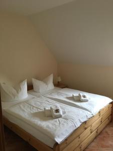 Ein Bett oder Betten in einem Zimmer der Unterkunft Seerose