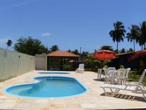 The swimming pool at or near Chalés Barra Grande