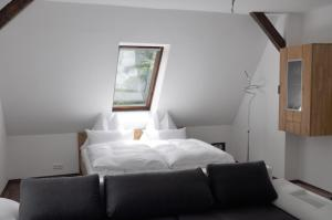 Ein Bett oder Betten in einem Zimmer der Unterkunft Romeo Caviar Suiten