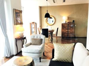 A seating area at Luxury Apartments Mondrian Old Town