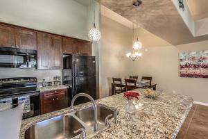 A kitchen or kitchenette at Southern #3116 Condo