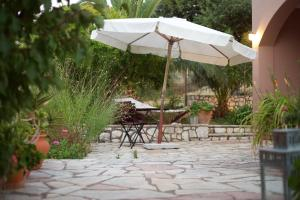 Патио или другая зона на открытом воздухе в Myrtia Apartments