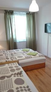 Ein Bett oder Betten in einem Zimmer der Unterkunft West City Apartments