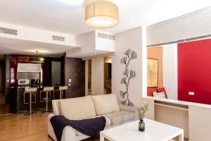 A seating area at 2 Bedroom and Terrace Apartment near Sagrada Familia