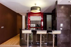 A kitchen or kitchenette at 2 Bedroom and Terrace Apartment near Sagrada Familia