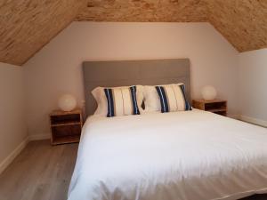 Cama ou camas em um quarto em Innapartments São Gonçalinho II