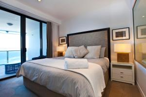 A bed or beds in a room at 8 The Esplanade Surfers Paradise