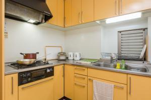 A kitchen or kitchenette at Awaza House 2