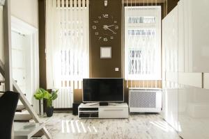 A television and/or entertainment center at R&R Apartment Dembinszky