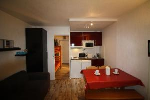 A kitchen or kitchenette at Appartements Tignes Le Lavachet