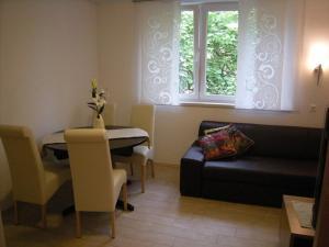 Coin salon dans l'établissement Vila Ema Apartments and Rooms