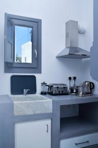 A kitchen or kitchenette at Ionathan Koufonisia Suites