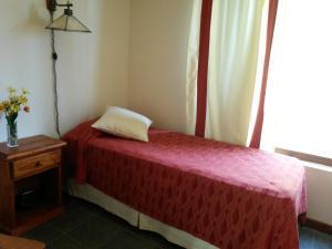 Una cama o camas en una habitación de Casa Ina Laufquen