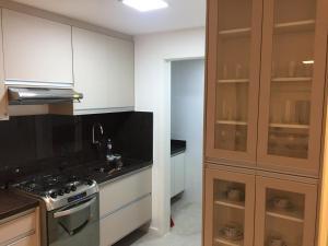 A kitchen or kitchenette at Golden Gate Flat