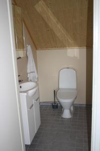 A bathroom at Surkeenjärven Jaakon talot