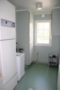 A kitchen or kitchenette at Surkeenjärven Jaakon talot