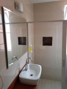 A bathroom at Jucati Season Apartments