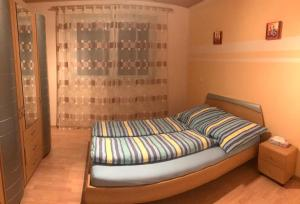 A bed or beds in a room at Apartment Frei