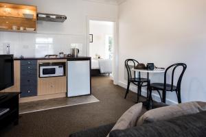 A kitchen or kitchenette at Lake Daylesford Apartment 3