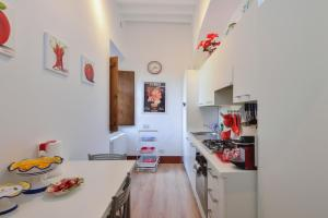 A kitchen or kitchenette at Alberto Charming Home