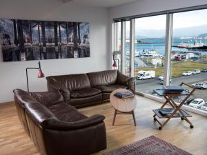 A seating area at Reykjavík Central Apartments