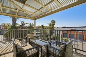 A balcony or terrace at Albury Suites - Waterstreet