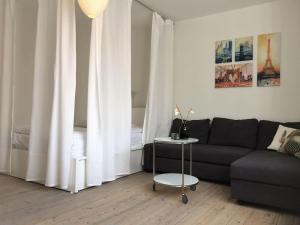 A seating area at Lovely Apartment near Beach & Metro