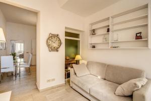 A seating area at Romantic Trastevere Fienaroli whit lovely Terrace