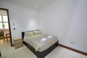 A bed or beds in a room at Apartments Bell Street