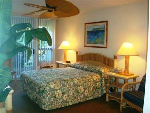 A bed or beds in a room at Maui Banyan Vacation Club
