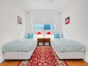 A bed or beds in a room at Bondi Classic Style - 2 bedroom apartment