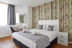 Tempat tidur dalam kamar di Residence Regent 55