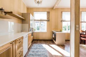 Ett kök eller pentry på Reta Guest Apartment