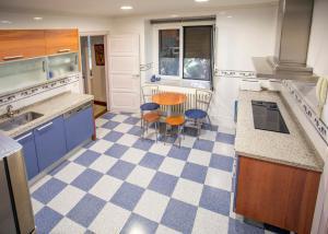 A kitchen or kitchenette at La Alberca