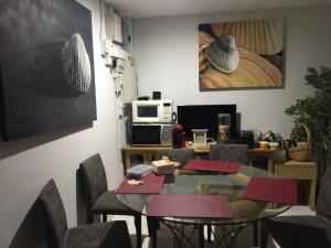 ห้องอาหารหรือที่รับประทานอาหารของ Mackenzie Apartment 88