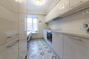 A kitchen or kitchenette at Best Apartments - Viru