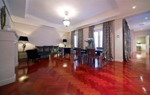 אזור ישיבה ב-Luxury Suites