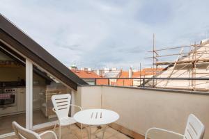 Balkon atau teras di Spectacular views of Prague castle apartment