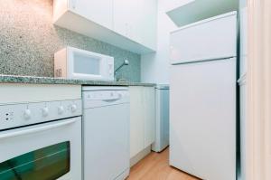 A kitchen or kitchenette at Friendly Rentals Chamberi